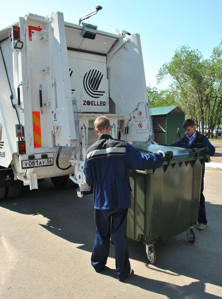 Закуплены первые машины для обслуживания мусорных евроконтейнеров